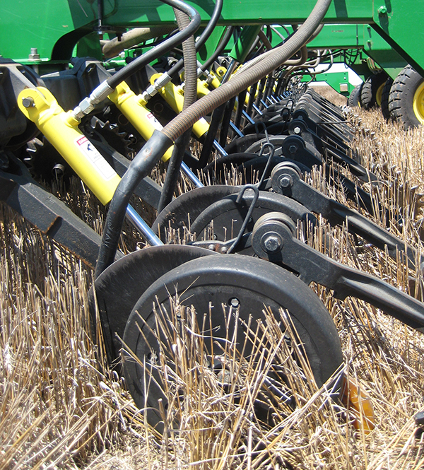 Uniforce hydraulic down-pressure for no till farming